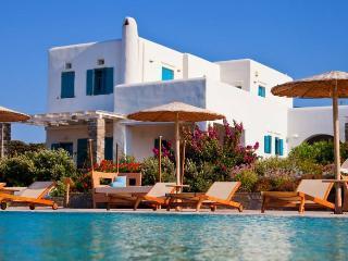 """""""Naoussa Bay Villas"""" complex- Villa Santa Maria"""