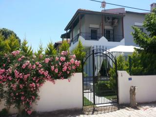NEW FURNİSHİNG, NEW RENOVATİONS   140m2 villa with swimming pool ,and PRİVAT garden, Alacati