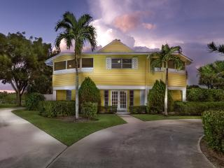 Bonita Beach / Lovely Walk-to-Beach Bay view home