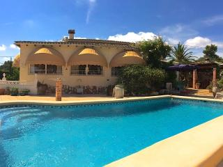 Casa Rosa in Moraira. Pool, Sauna, Sat TV & Wi-Fi.