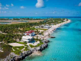 'Sun Cloud' Oceanfront Villa in Rum Point!