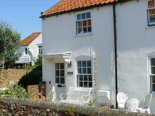 Central Southwold! Loom Cottage/Garage/ 6 Spinners Lane Southwold IP18 6AR
