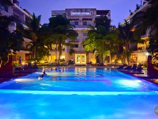 Stunning modern-furnished apartment, Playa del Carmen