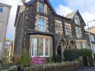 48 OAK STREET, end-terrace townhouse, two sitting rooms, WiFi, pet-friendly, in Windermere, Ref 918353