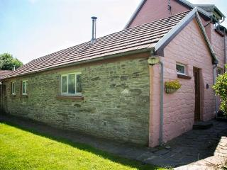 THE BYRE, family-friendly, woodburner, WiFi, pet-friendly, shared swimming