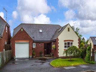 HURST GREEN, detached, en-suite bedroom, lawned garden, near Hereford, in Ewyas