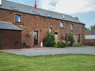 HAYLOFT COTTAGE, owner's farm, woodburner, WiFi, ample parking, private patio, near Wigton, Ref. 921598