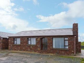 THE STONE COTTAGE APARTMENT, pet welcome, WiFi, amazing views from garden, in Tu