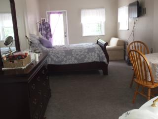 Saugeenview Family Getaway B&B: Master Suite, Chesley