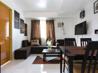 Fully Furnished 2BR condo w/ wifi & skycable in QC, Quezon City