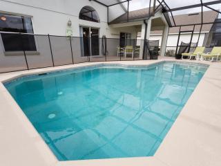 Restful Dreams-Stunning 3 bedroom pool home!, Davenport