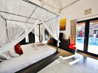 Private Villa 2 Bedrooms in Seminyak Beach at 350m
