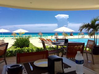 Lovely Cancun Condo Beachfront 4/4