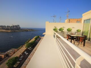 Valletta Seafront Apartment with Amazing Terrace  (CG), La Valeta