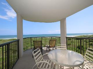 DR 1304 - Enjoy spectacular views from this lovely 3 bdrm 2 bath Condo