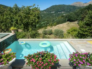 Villa with private plunge pool & stunning views, Bagni di Lucca