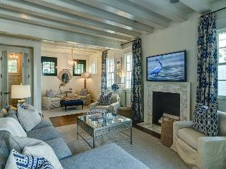 Blue Heron Cottage & Carriage House - Comfort At Its Finest!!
