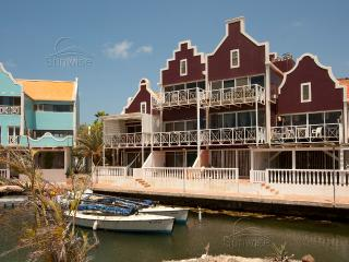 Caribbean Court resort - Great waterfront apartment Vista Marina with terrace, Kralendijk
