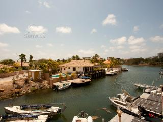 Vista Marina, a great waterfront apartment with terrace at the Caribbean Court R