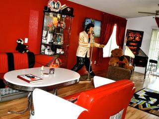 For Every Elvis Fan-King Condo at Holiday Hills, Branson