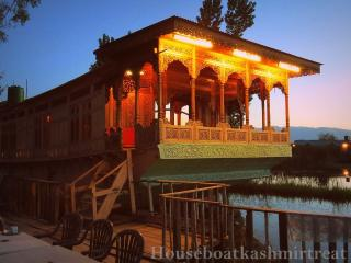 kashmir treat group of houseboats, Srinagar