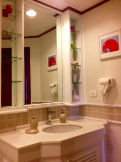Allamanda 1225 bathroom