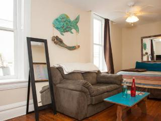 FRONT ST FLAT, BEST DOWNTOWN HISTORIC LOCATION! 1/2 BLK TO RIVER