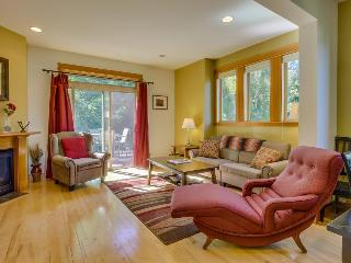 Beautiful and contemporary townhome in a quiet neighborhood w/ plenty of space!, Hood River