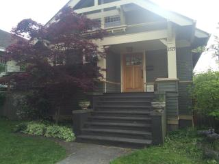 Charming Urban Bungalow - Great Location!, Seattle