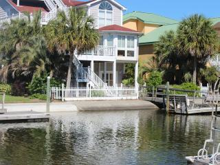 Canal Waterfront-6BR-Golf Cart,Kayak,Dock,Internet, Ocean Isle Beach