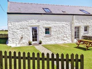 THE GRANARY, character beams, enclosed lawned garden, ideal family base in Cilan near Abersoch, Ref: 14501