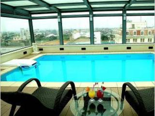 Luxury with Swimming Pool, Hanoï