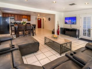 New listing,  2250 Sq Ft House, Walk to Disneyland, Anaheim
