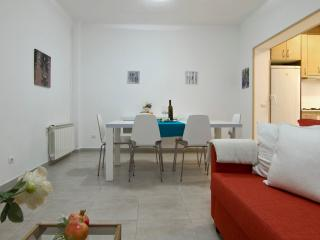 QUIJOTE with large terrace, 5 minutes from beach, Sitges