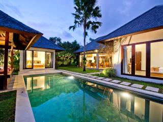 Villa Iris 3 Bedroom with Private Pool - Seminyak