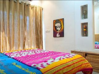lavish apartment for family 1 bhk in lokhandwala, Bombay
