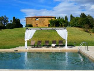 Villa IL MANDORLO between Pienza and Montepulciano private pool and relax