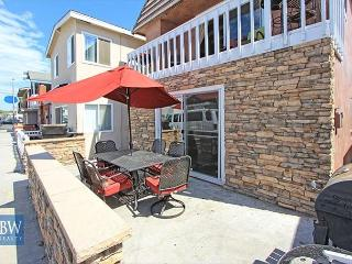 Walk to the Oceanfront from this Great Beach House near Newport Pier! (68214)