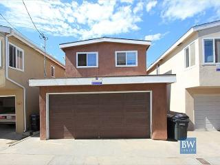 Walk to the Oceanfront from this Great Beach House near Newport Pier! (68214), Newport Beach