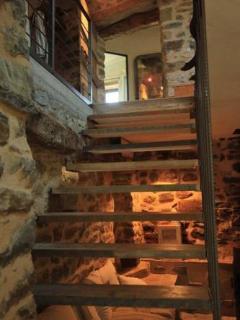 EcoGîte provençal - La Grange - stairs to first floor