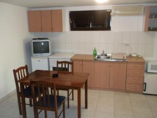 Nice apartment Majer, Preko