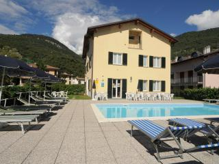 Lakeside Holiday Resort ground floor apartment, Domaso