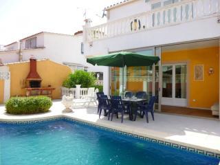 0125-MONTGRI Casa con piscina privada