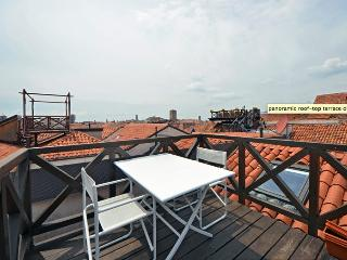 Charming Penthouse with terrace, Venecia