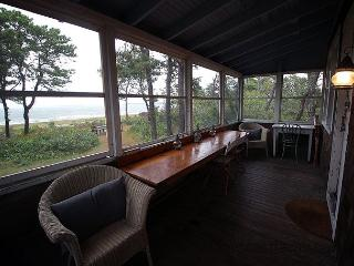 CHAPPAQUIDDCK RUDDER COTTAGE WITH GORGEOUS VIEWS OF EDGARTOWN HARBOR