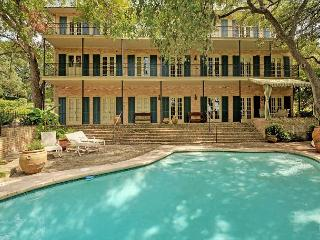 Remodeled 3BR + Loft, Luxurious Lakefront Estate w/ Elevator, Pool & Dock