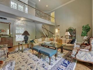 Old Hollywood Estate on the Lake with Private Pool, 3BR sleeps 7, Austin