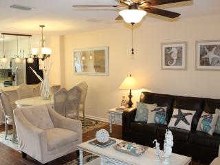 Gorgeous 2bed/2.5bath -Walk to the Village & Beach, Saint Simons Island