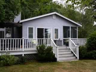Crooked Lake Cottage - 2 Day rentals available!, Petoskey