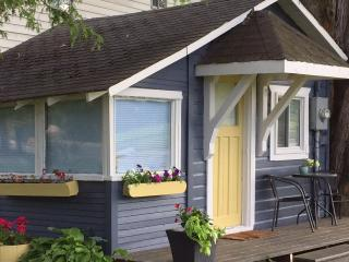 Adorable Cabin Steps to Lake Simcoe, Innisfil